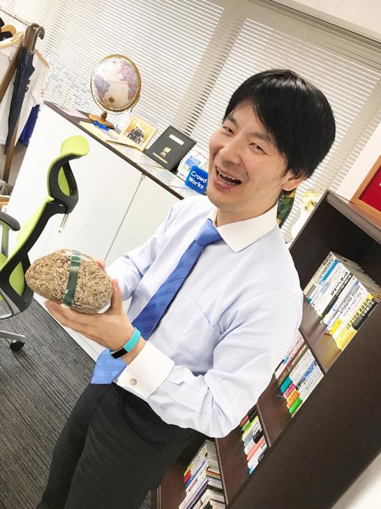 「マイノリティなクリエイターが好き」と嬉しそうに作品を教えてくださる吉田CEO